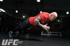 UFC Mag: Bang Out 20 Clap Push-Ups