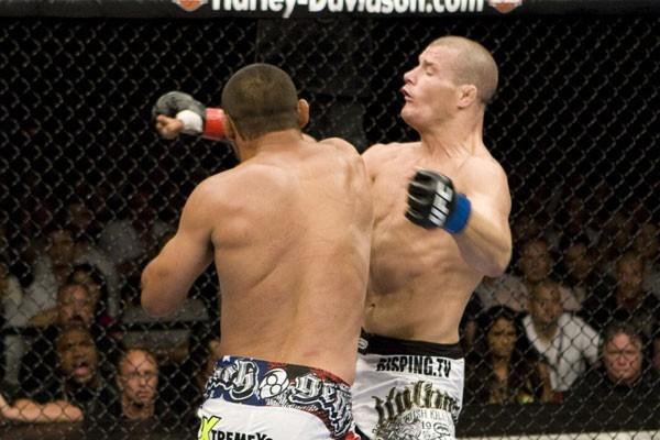 UFC 100 - Henderson KOs Bisping