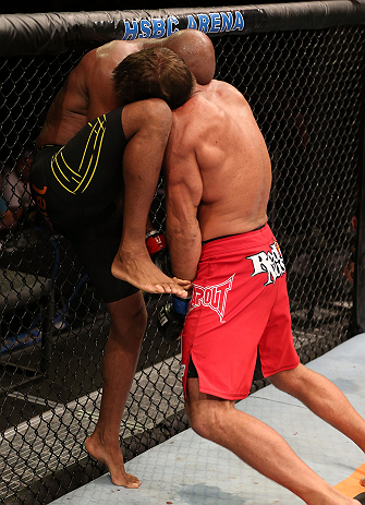 RIO DE JANEIRO, BRAZIL - OCTOBER 13:  (L-R) Anderson Silva knees Stephan Bonnar during their light heavyweight fight at UFC 153 inside HSBC Arena on October 13, 2012 in Rio de Janeiro, Brazil.  (Photo by Josh Hedges/Zuffa LLC/Zuffa LLC via Getty Images)
