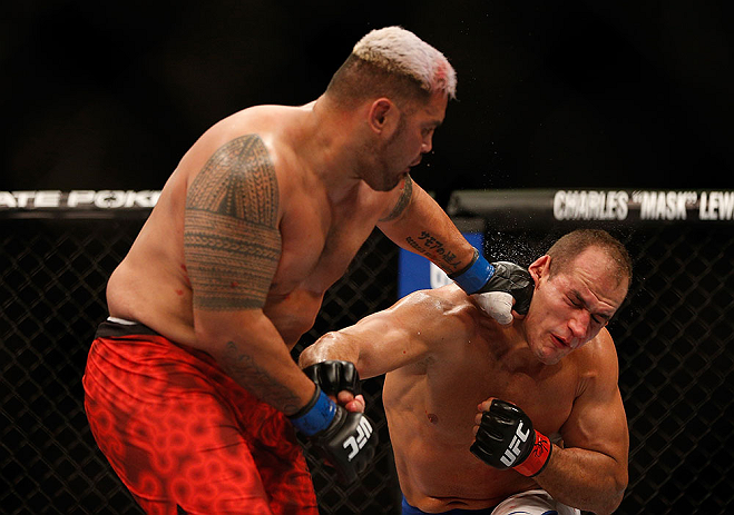 LAS VEGAS, NV - MAY 25:   (L-R) Mark Hunt punches Junior dos Santos in their heavyweight bout during UFC 160 at the MGM Grand Garden Arena on May 25, 2013 in Las Vegas, Nevada.  (Photo by Josh Hedges/Zuffa LLC/Zuffa LLC via Getty Images)  *** Local Caption *** Junior dos Santos; Mark Hunt