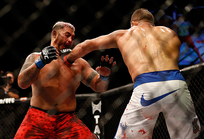 LAS VEGAS, NV - MAY 25:   (R-L) Junior dos Santos punches Mark Hunt in their heavyweight bout during UFC 160 at the MGM Grand Garden Arena on May 25, 2013 in Las Vegas, Nevada.  (Photo by Josh Hedges/Zuffa LLC/Zuffa LLC via Getty Images)  *** Local Caption *** Junior dos Santos; Mark Hunt
