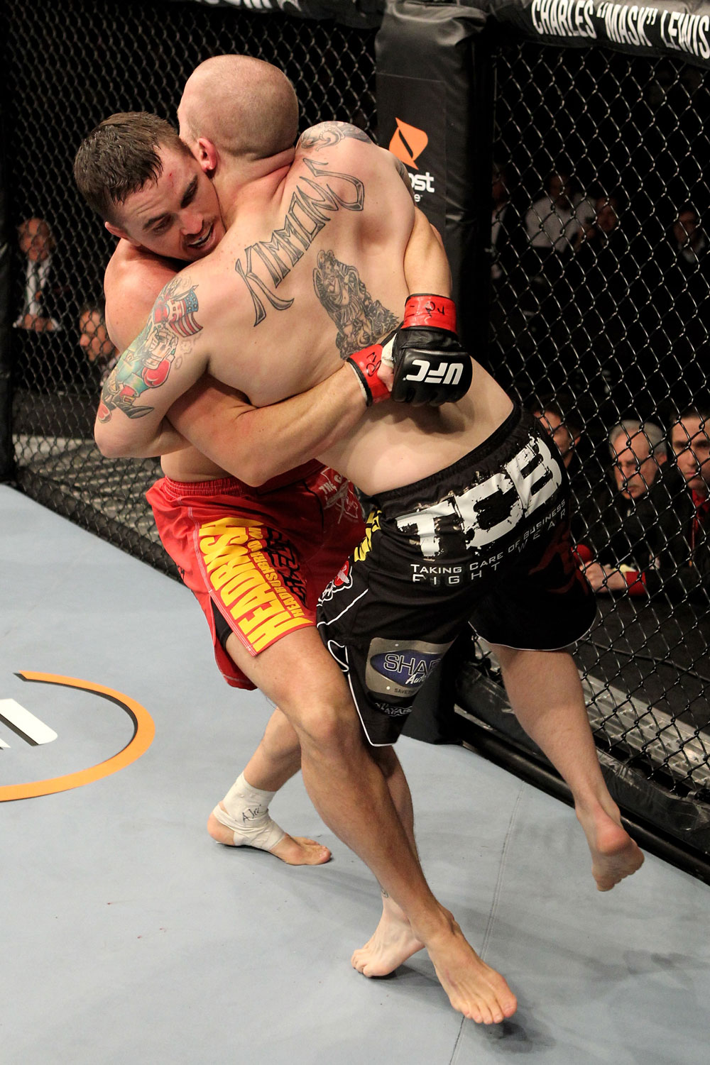 Kyle Noke of Australia fights Rob Kimmons (R) of the USA during their UFC Middleweight bout at the Konig Pilsner Arena on November 13, 2010 in Oberhausen, Germany. (Photo by Josh Hedges/Zuffa LLC/Zuffa LLC)