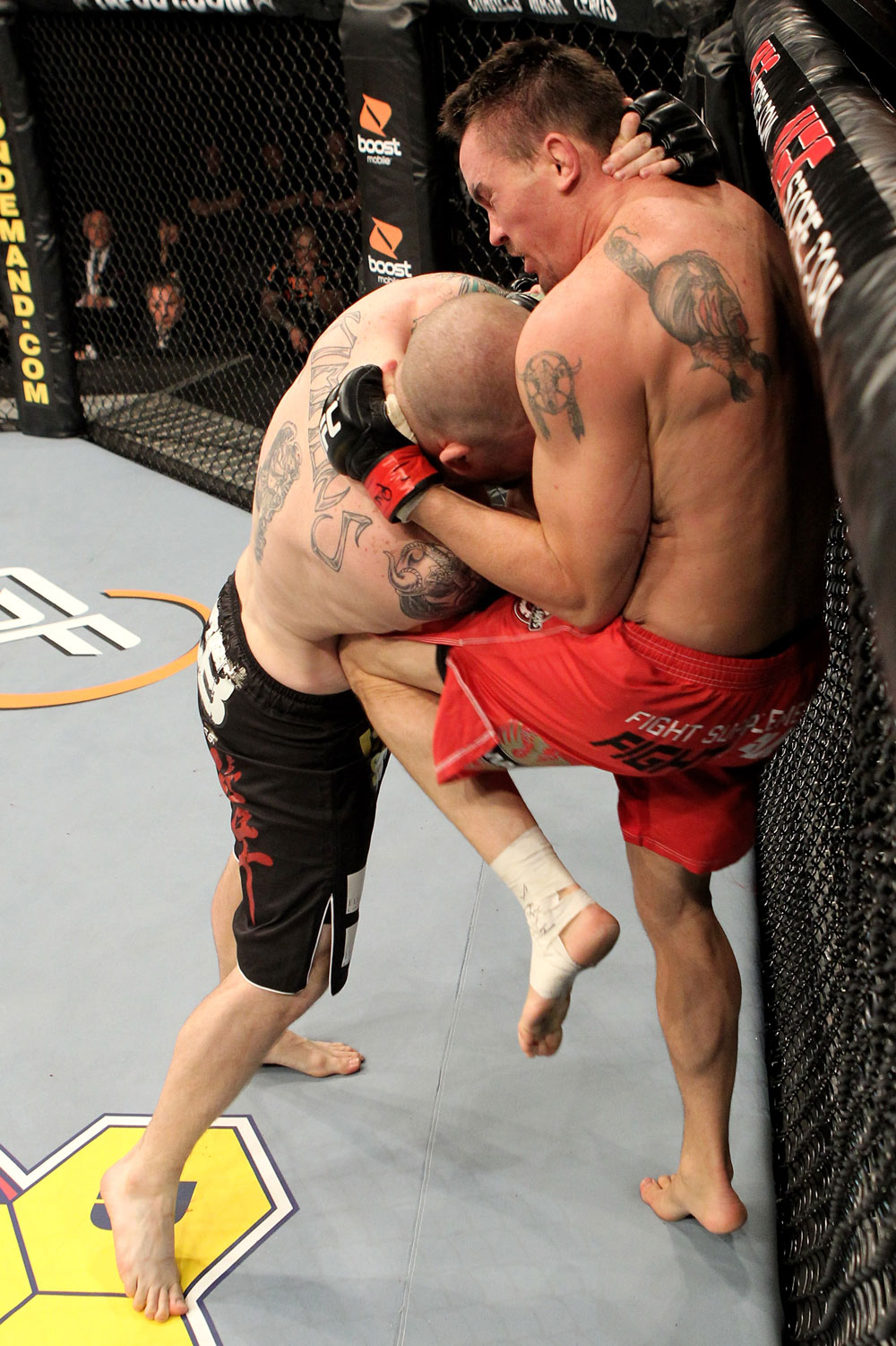 Kyle Noke of Australia fights Rob Kimmons (L) of the USA during their UFC Middleweight bout at the Konig Pilsner Arena on November 13, 2010 in Oberhausen, Germany. (Photo by Josh Hedges/Zuffa LLC/Zuffa LLC)