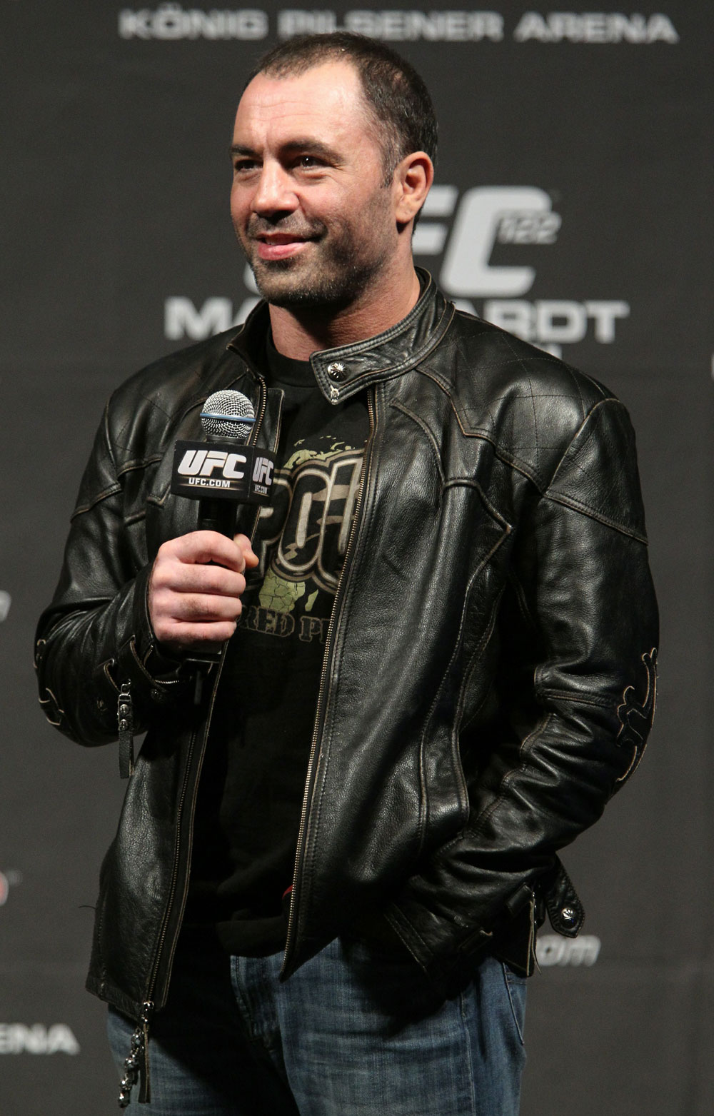 UFC commentator Joe Rogan answers questions from the fans before the UFC 122 weigh-in at the K&scaron;nig Pilsener Arena on November 12,  2010 in Oberhausen, Germany.  (Photo by Josh Hedges/Zuffa LLC/Zuffa LLC via Getty Images)