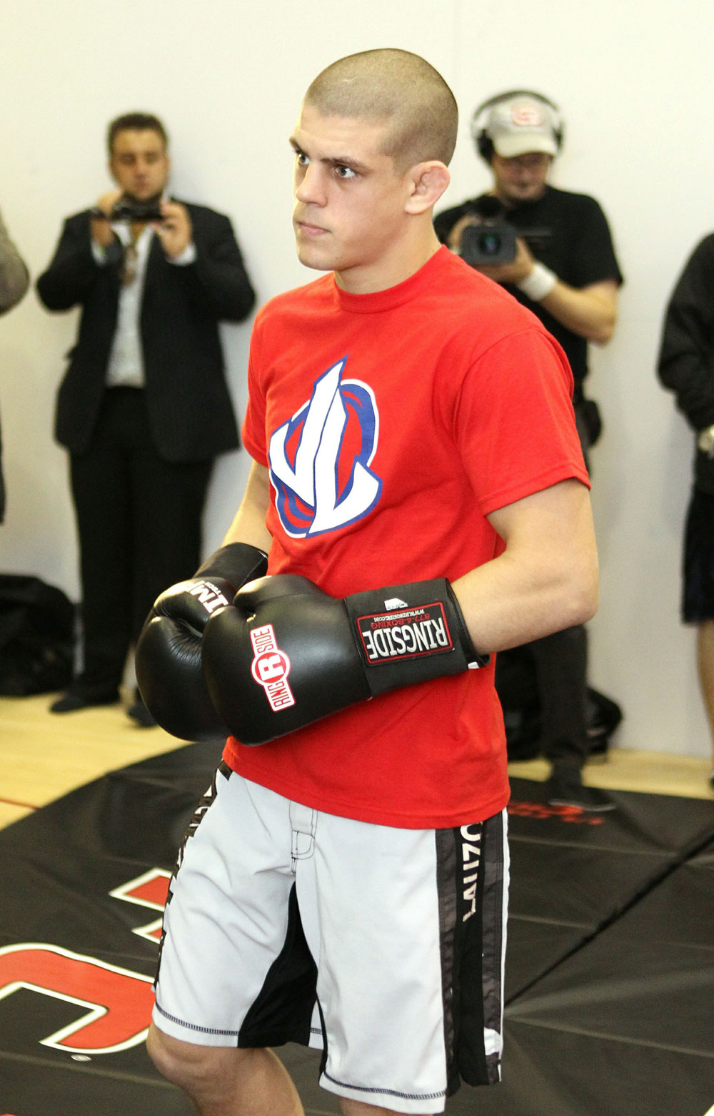 Joe Lauzon works out for the media at the UFC 123 open workouts at the Detroit Athletic Club on November 18, 2010 in Detroit, Michigan.  (Photo by Josh Hedges/Zuffa LLC/Zuffa LLC via Getty Images)