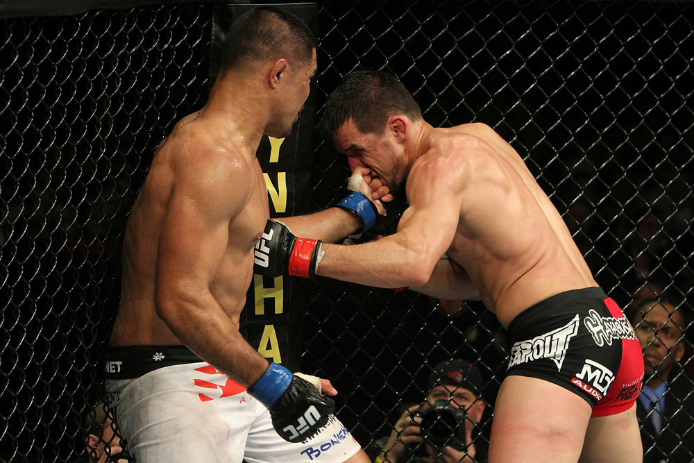 UFC 123: Mark Munoz vs Aaron Simpson