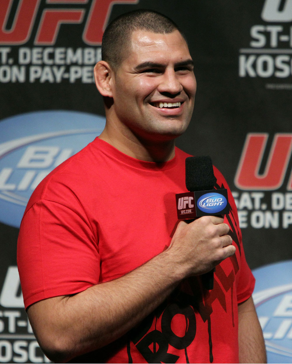 UFC 124 Weigh-in: Cain Velasquez answers questions from the crowd.