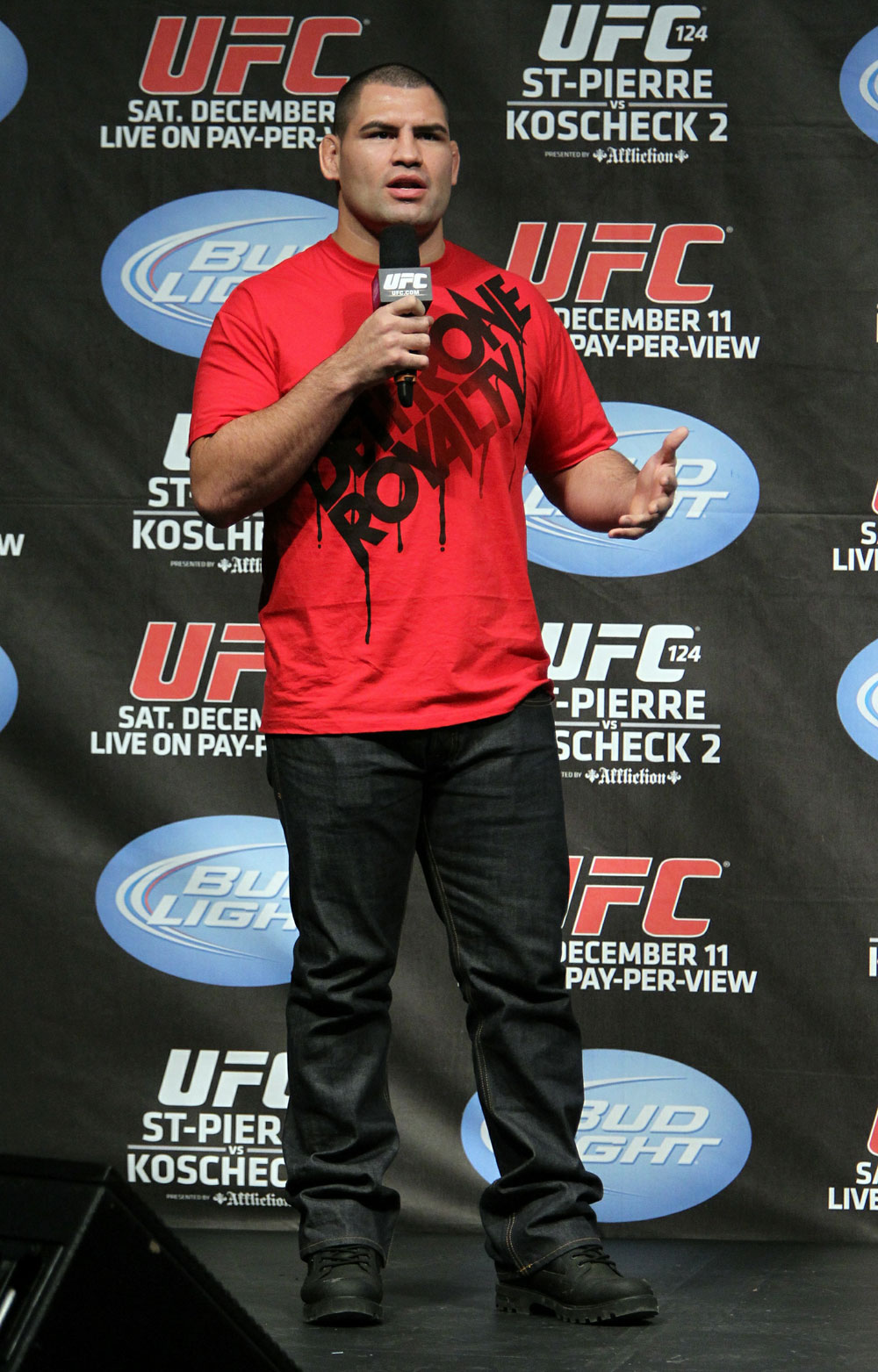 UFC 124 Weigh-in: Cain Velasquez