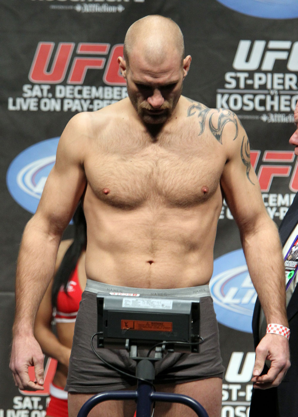 UFC 124 Weigh-in: Joe Doerksen weighs in at 185.5lbs.