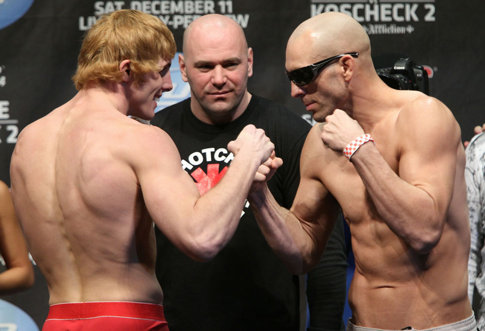 UFC 124 Weigh-in: Riddle vs. Pierson