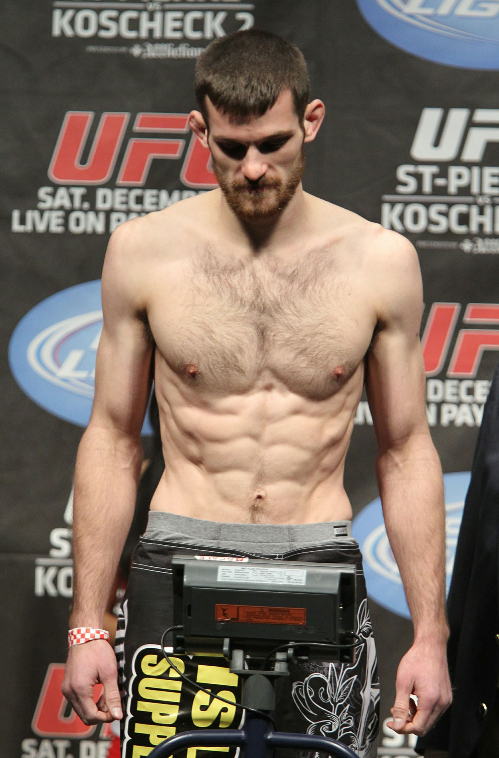 UFC 124 Weigh-in: Dustin Hazelett weighs in at 155lbs.
