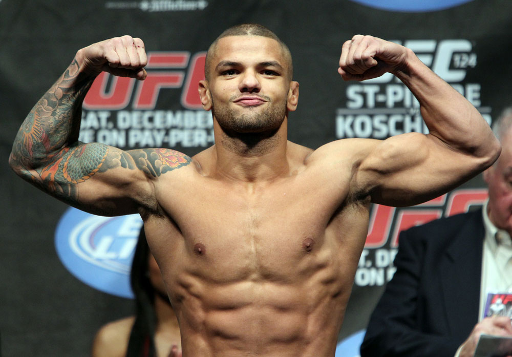 UFC 124 Weigh-in: Thiago Alves weighs in at 171lbs.