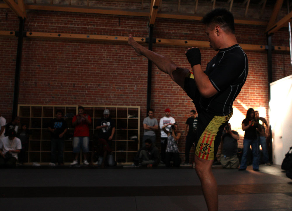 Cung Le entrenando