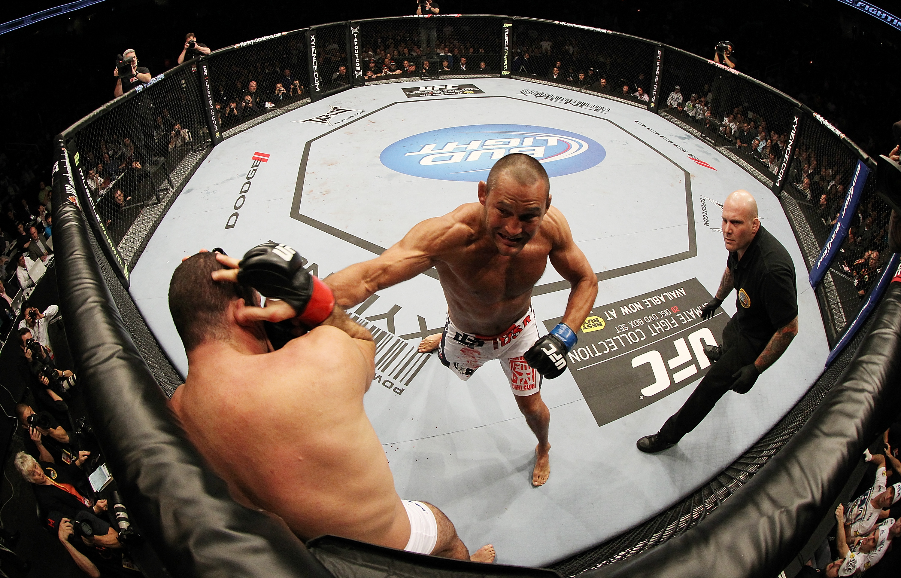 SAN JOSE, CA - NOVEMBER 19:  (R-L) Dan Henderson punches Mauricio Rua during an UFC Light Heavyweight bout at the HP Pavillion on November 19, 2011 in San Jose, California.  (Photo by Josh Hedges/Zuffa LLC/Zuffa LLC via Getty Images)