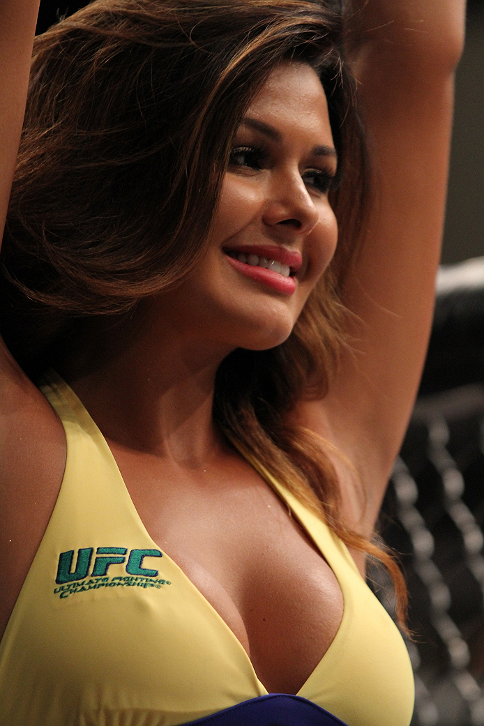SAO PAULO, BRAZIL - JANUARY 30:  UFC Octagon Girl Patricia Andrade signals the start of round three as Team Wanderlei fighter Paulo Costa faces Team Sonnen fighter Marcio Junior in their middleweight fight during season three of The Ultimate Fighter Brazil on January 30, 2014 in Sao Paulo, Brazil. (Photo by Luiz Pires Dias/Zuffa LLC/Zuffa LLC via Getty Images) *** Local Caption *** Patricia Andrade
