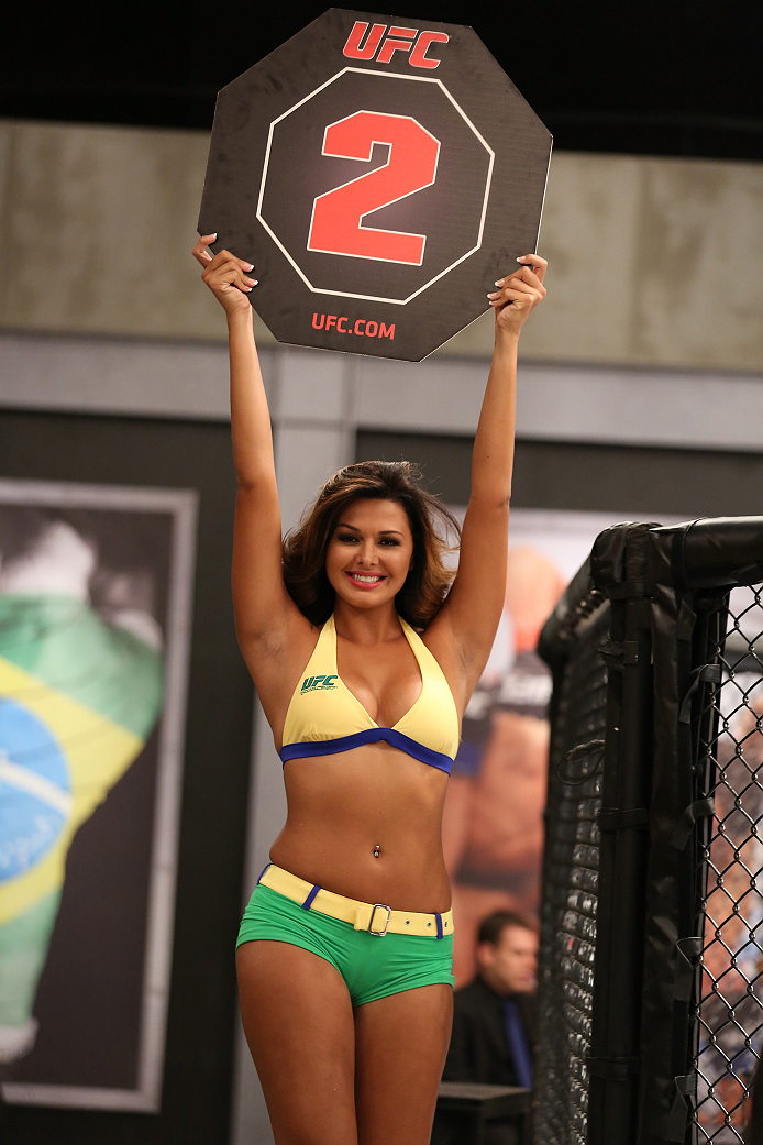 SAO PAULO, BRAZIL - JANUARY 30:  UFC Octagon Girl candidate Patricia Andrade signals the start of round two between Team Wanderlei fighter Paulo Costa faces Team Sonnen fighter Marcio Junior in their middleweight fight during season three of The Ultimate Fighter Brazil on January 30, 2014 in Sao Paulo, Brazil. (Photo by Luiz Pires Dias/Zuffa LLC/Zuffa LLC via Getty Images) *** Local Caption *** Patricia Andrade
