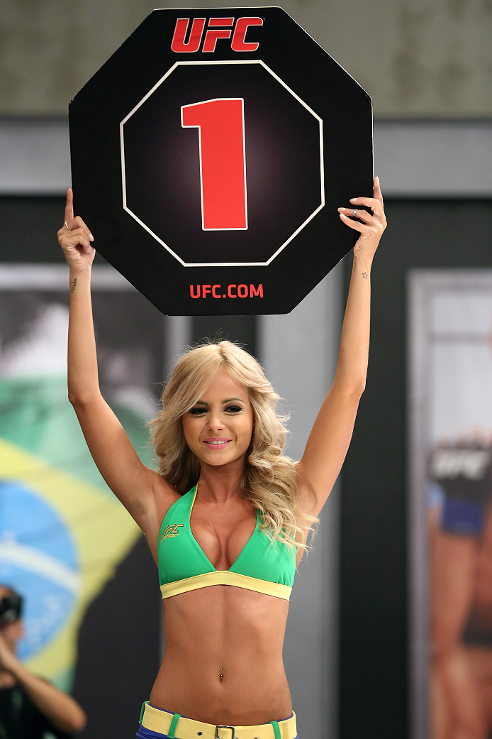 SAO PAULO, BRAZIL - FEBRUARY 8:  UFC Octagon Girl Jhenny Andrade signals the start of round one between Team Wanderlei fighter Jollyson Francino and Team Sonnen fighter Marcos Rogerio in their heavyweight fight during season three of The Ultimate Fighter Brazil on February 8, 2014 in Sao Paulo, Brazil. (Photo by Luiz Pires Dias/Zuffa LLC/Zuffa LLC via Getty Images) *** Local Caption *** Jhenny Andrade