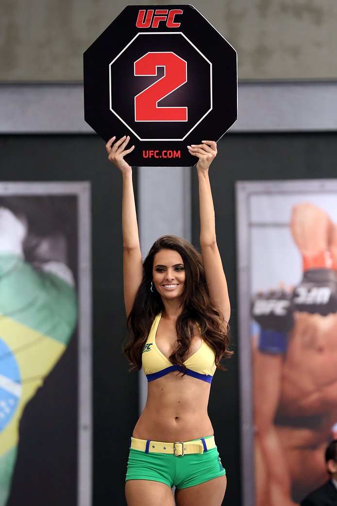 SAO PAULO, BRAZIL - FEBRUARY 8:  UFC Octagon Girl candidate Wendy Meira signals the start of round two between Team Wanderlei fighter Jollyson Francino and Team Sonnen fighter Marcos Rogerio in their heavyweight fight during season three of The Ultimate Fighter Brazil on February 8, 2014 in Sao Paulo, Brazil. (Photo by Luiz Pires Dias/Zuffa LLC/Zuffa LLC via Getty Images) *** Local Caption *** Wendy Meira