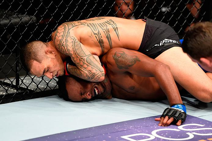 CLEVELAND, OH - SEPTEMBER 10:  (L-R) Yancy Medeiros submits Sean Spencer in their welterweight bout during the UFC 203 event at Quicken Loans Arena on September 10, 2016 in Cleveland, Ohio. (Photo by Josh Hedges/Zuffa LLC/Zuffa LLC via Getty Images)