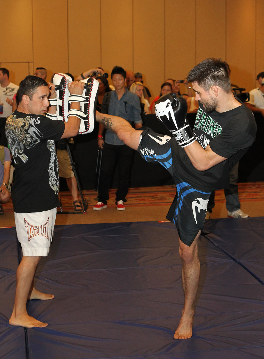 UFC 132 Open Workouts: Carlos Condit