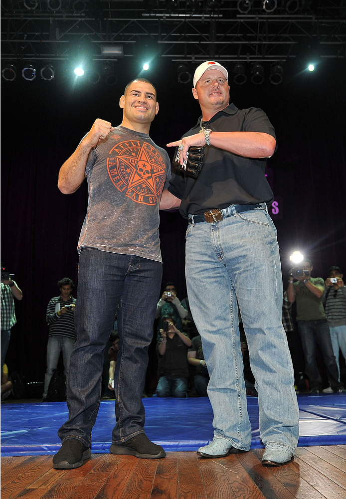 HOUSTON, TX - OCTOBER 16:  (L-R) UFC Heavyweight Champion Cain Velasquez and former MLB Houston Astros player Roger Clemens pose for fans and media inside House of Blues on October 16, 2013 in Houston, Texas. (Photo by Jeff Bottari/Zuffa LLC/Zuffa LLC via Getty Images) *** Local Caption *** Cain Velasquez; Roger Clemens