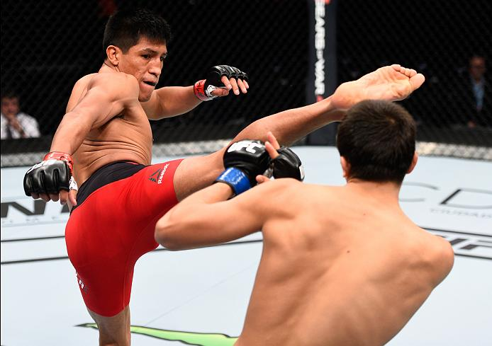 MEXICO CITY, MEXICO - NOVEMBER 05:  (L-R) Enrique Barzola of Peru kicks Chris Avila of the United States in their featherweight bout during the UFC Fight Night event at Arena Ciudad de Mexico on November 5, 2016 in Mexico City, Mexico. (Photo by Jeff Bottari/Zuffa LLC/Zuffa LLC via Getty Images)