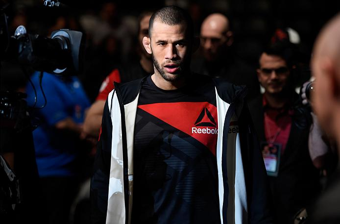 Eric Spicely prepares to enter the Octagon against Alessio Di Chirico before their middleweight bout