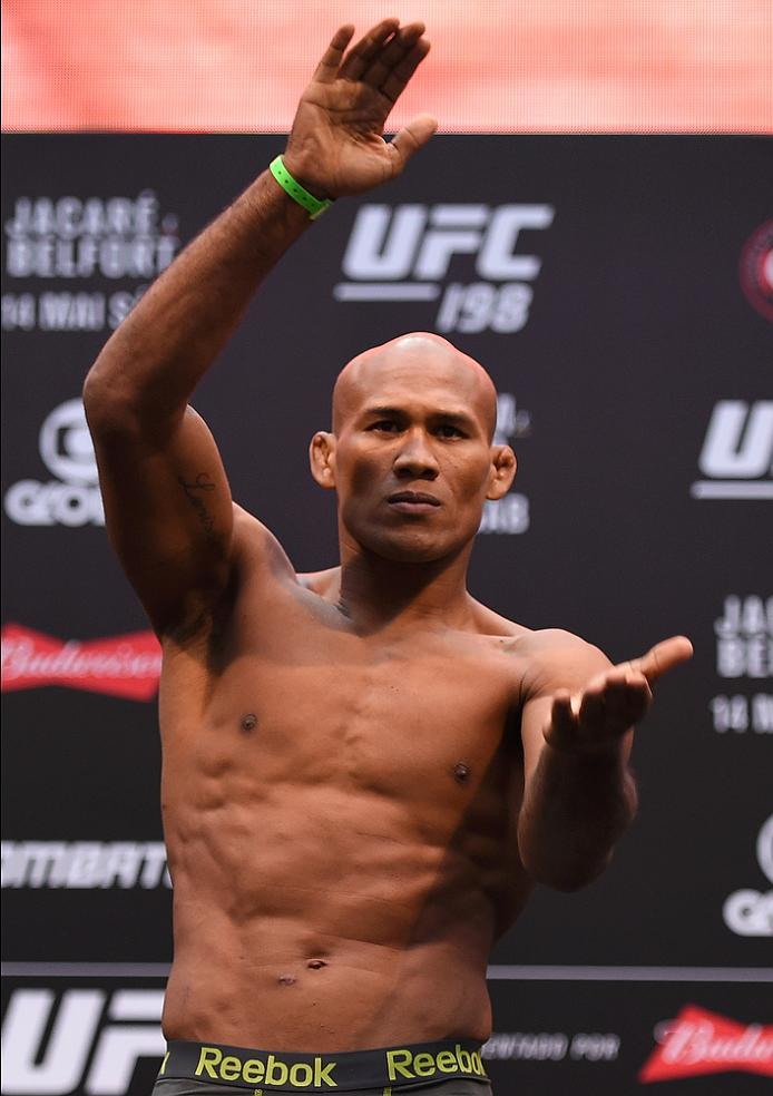 Jacare  Souza weighs in at UFC 198 before his fight against