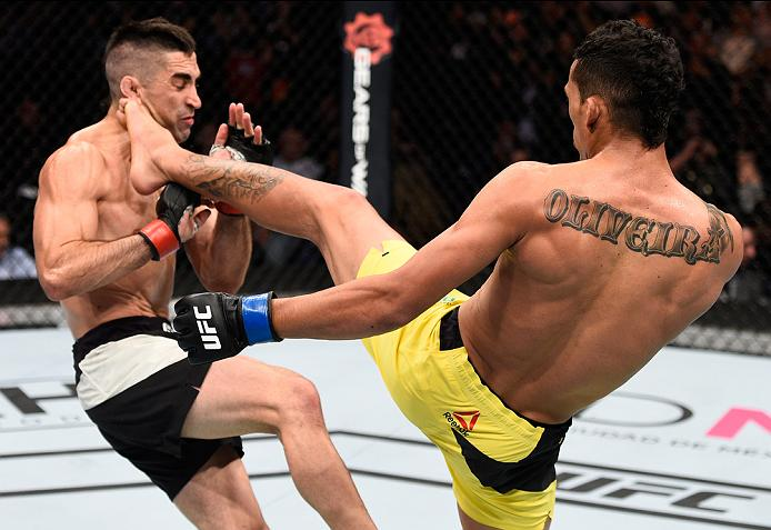 MEXICO CITY, MEXICO - NOVEMBER 05:  (R-L) Charles Oliveira of Brazil kicks Ricardo Lamas of the United States in their featherweight bout during the UFC Fight Night event at Arena Ciudad de Mexico on November 5, 2016 in Mexico City, Mexico. (Photo by Jeff Bottari/Zuffa LLC/Zuffa LLC via Getty Images)