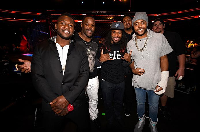 PITTSBURGH, PA - FEBRUARY 21: (L-R) Antonio Brown, Arthur Moats, DeAngelo Williams, Ramon Foster, Mike Mitchell, and Doug Legursky of the Pittsburgh Steelers pose for a photo during the UFC Fight Night event at Consol Energy Center on February 21, 2016 in Pittsburgh, Pennsylvania. (Photo by Jeff Bottari/Zuffa LLC/Zuffa LLC via Getty Images)