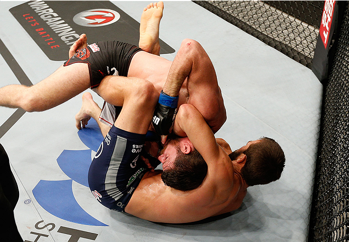 Rockhold choking out Bisping in Sydney.