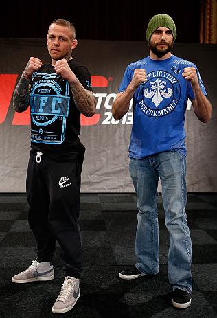 ESTOCOLMO, SUÉCIA - 3/4/2013: Ross Pearson (esquerda) e Ryan Couture (direita) posam para fotos no Grand Hotel. (Foto de Josh Hedges/Zuffa LLC/Zuffa LLC via Getty Images)