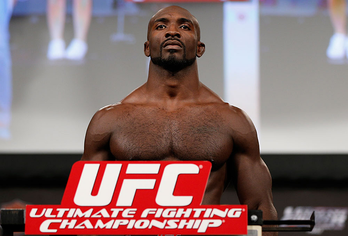 "LAS VEGAS, NV - ""King"" Kevin Casey na pesagem do TUF 17 Finale no Hollywood Theatre (MGM Grand Hotel/Casino) no dia 12/4, 2013 em Las Vegas, Nevada. (Foto de Josh Hedges/Zuffa LLC/Zuffa LLC via Getty Images)"