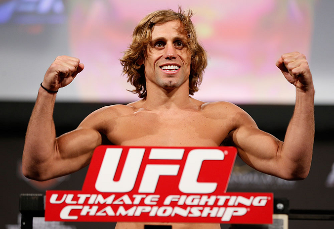 LAS VEGAS, NV - Urijah Faber na pesagem do TUF 17 Finale no Hollywood Theatre (MGM Grand Hotel/Casino) no dia 12/4, 2013 em Las Vegas, Nevada. (Foto de Josh Hedges/Zuffa LLC/Zuffa LLC via Getty Images)