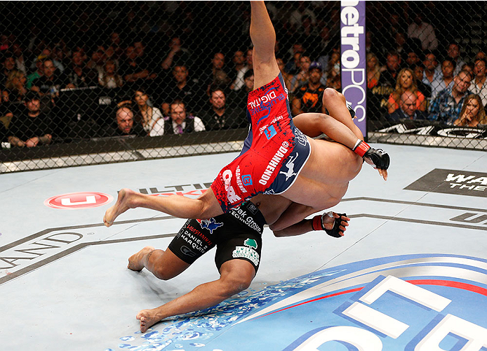 Cormier throws Henderson at UFC 173.