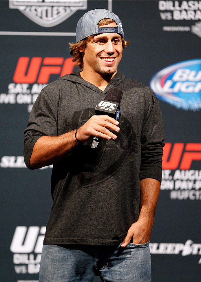 Urijah interacts with fans during Q&A