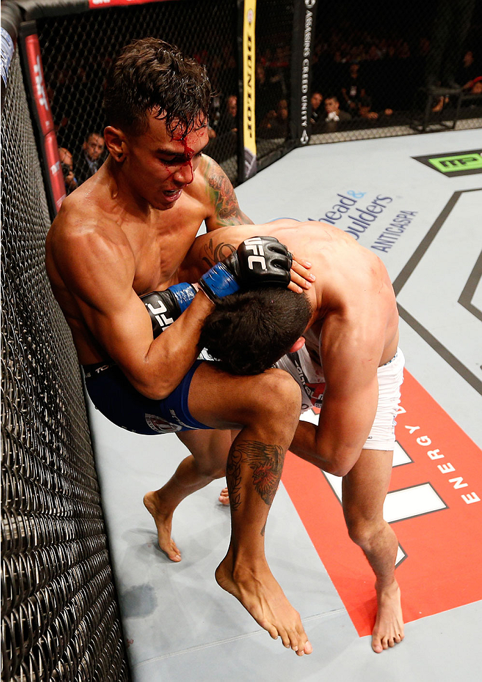 RIO DE JANEIRO, BRAZIL - OCTOBER 25:  (L-R) Andre Fili knees Felipe Arantes of Brazil in their featherweight bout during the UFC 179 event at Maracanazinho on October 25, 2014 in Rio de Janeiro, Brazil.  (Photo by Josh Hedges/Zuffa LLC/Zuffa LLC via Getty Images)