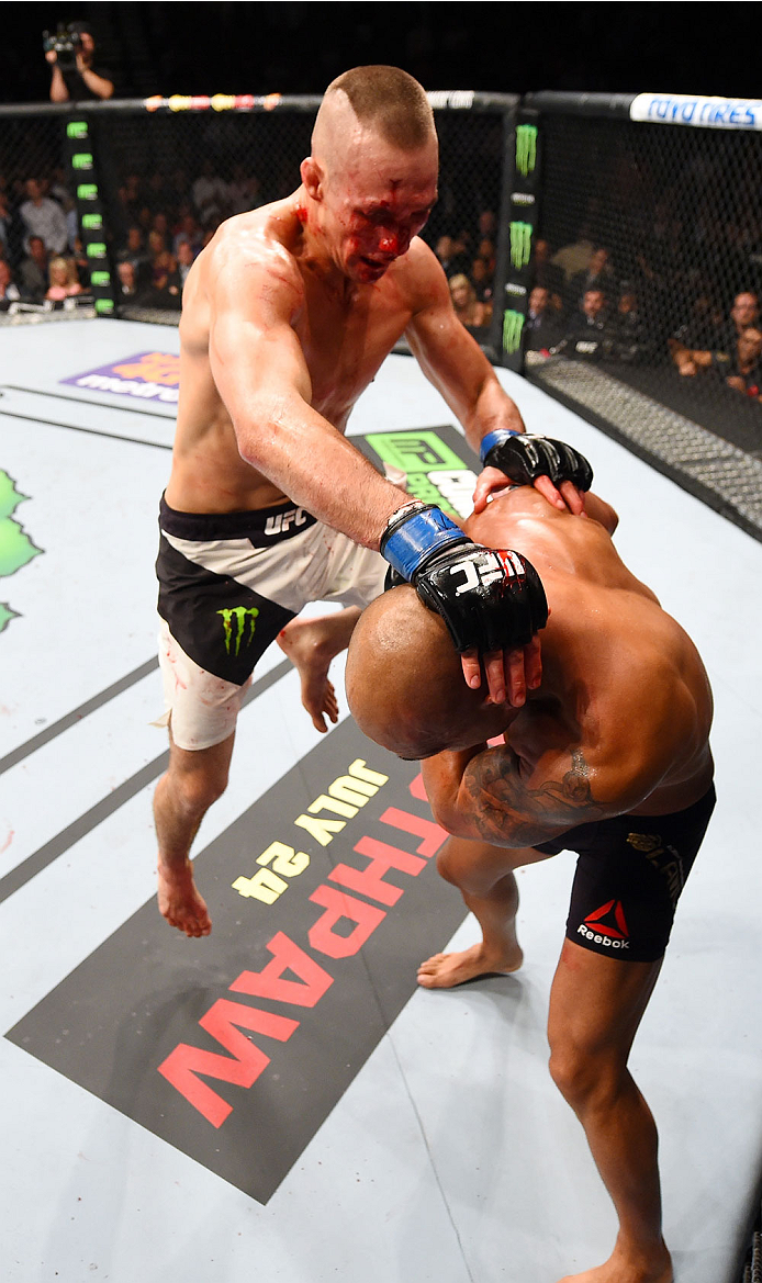 Rory MacDonald (top) knees Robbie Lawler in their UFC welterweight title fight during the UFC 189 event inside MGM Grand Garden Arena on July 11, 2015 in Las Vegas, NV. (Photo by Josh Hedges/Zuffa LLC)