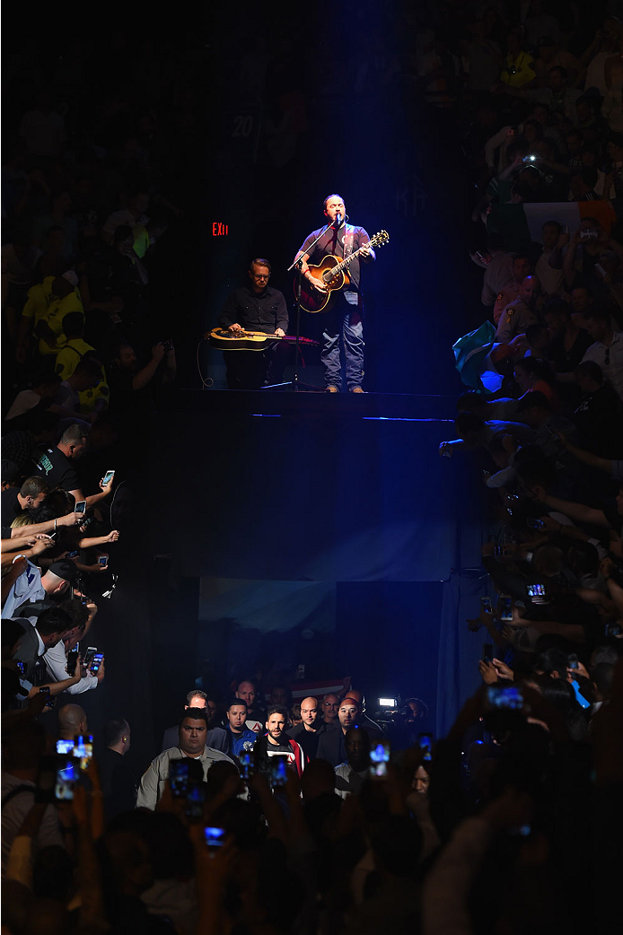 LAS VEGAS, NV - JULY 11:  Singer Aaron Lewis performs during the UFC 189 event inside MGM Grand Garden Arena on July 11, 2015 in Las Vegas, Nevada.  (Photo by Josh Hedges/Zuffa LLC/Zuffa LLC via Getty Images) *** Local Caption *** Aaron Lewis