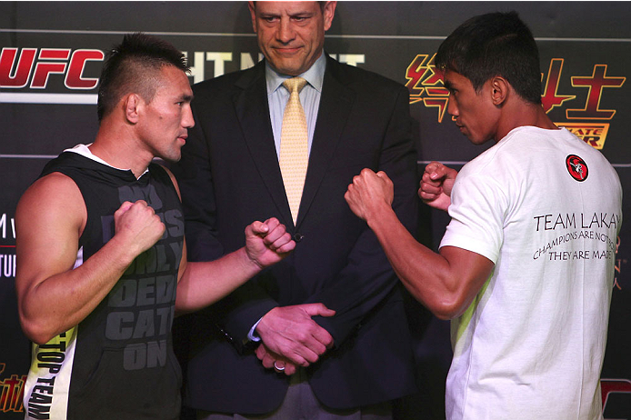 MACAU - FEBRUARY 27:  (L-R) Jumabieke Tuerxun and Mark Eddiva face off after an open training session for media at the Venetian Macao on February 27, 2014 in Macau. (Photo by Mitch Viquez/Zuffa LLC/Zuffa LLC via Getty Images)