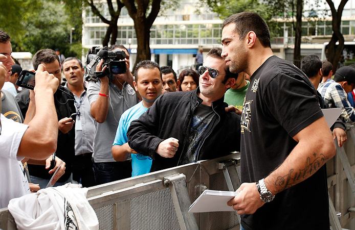 SAO PAULO, BRAZIL - JANUARY 16:  Fabricio Werdum greets fans during the UFC open workouts on January 16, 2013 at Parque Anhangabau in Sao Paulo, Brazil. (Photo by Josh Hedges/Zuffa LLC/Zuffa LLC via Getty Images)