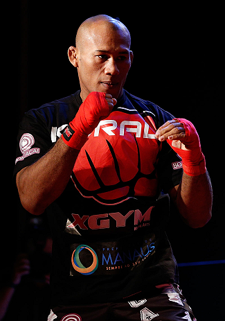 "JARAGUA DO SUL, BRAZIL - MAY 16:   Ronaldo ""Jacare"" Souza conducts a workout session during media day for the UFC on FX event on May 16, 2013 at the Sociedade Cultura Artistica in Jaragua do Sul, Santa Catarina, Brazil.  (Photo by Josh Hedges/Zuffa LLC/Zuffa LLC via Getty Images)"