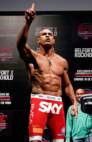 JARAGUA DO SUL, BRAZIL - MAY 17: Vitor Belfort postures to the crowd after making weight during the UFC on FX weigh-in on May 17, 2013 at the Arena Jaragua in Jaragua do Sul, Santa Catarina, Brazil. (Photo by Josh Hedges/Zuffa LLC/Zuffa LLC via Getty Images)
