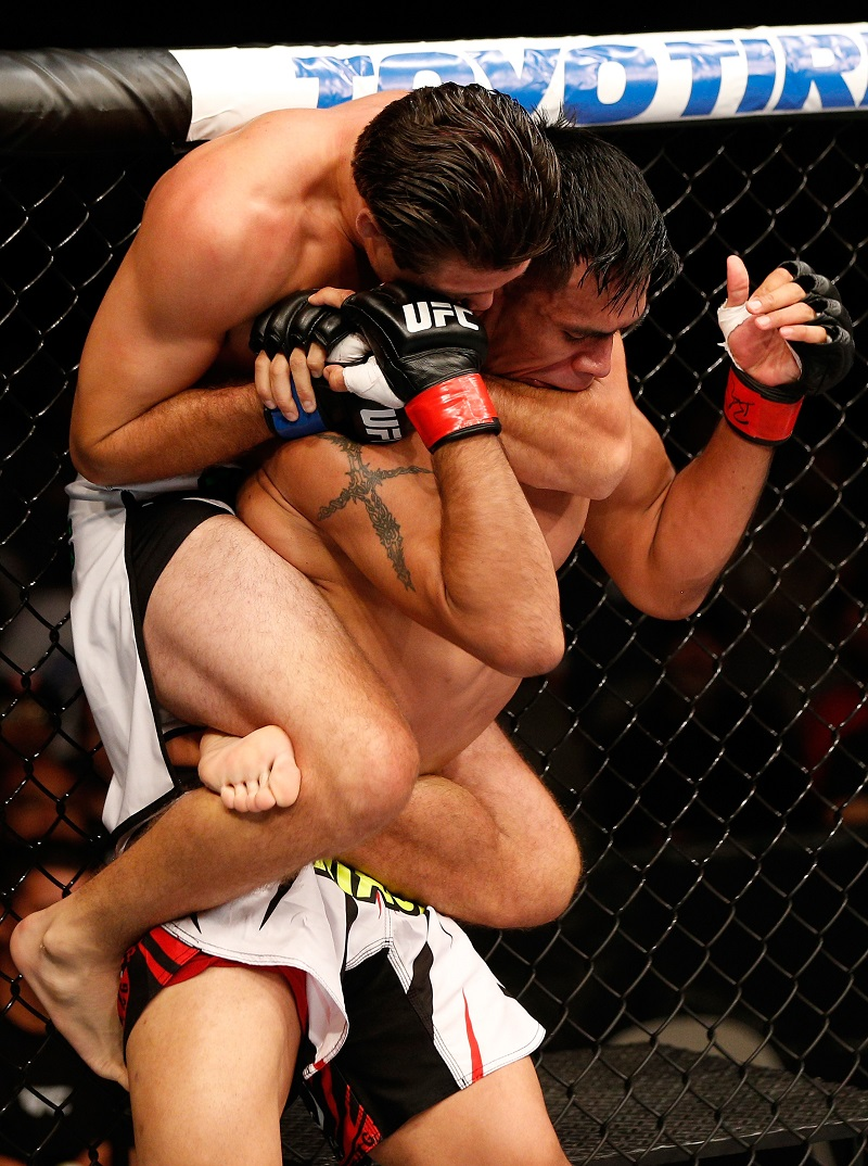 Brian Ortega chokes Mike De La Torre