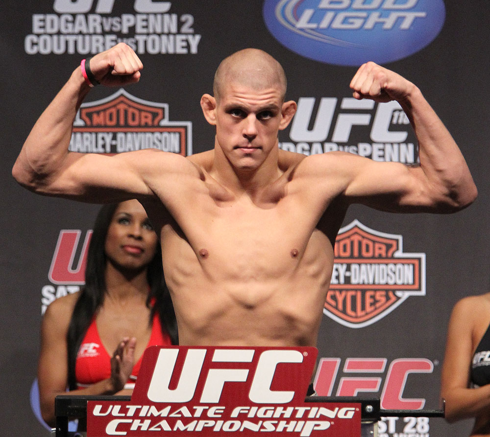 UFC118 weigh-ins Lauzon
