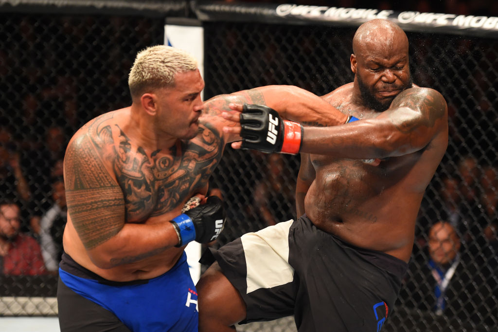 AUCKLAND, NEW ZEALAND - JUNE 11: (L-R) <a href='../fighter/mark-hunt'>Mark Hunt</a> of New Zealand punches <a href='../fighter/Derrick-Lewis'>Derrick Lewis</a> in their heavyweight fight during the <a href='../event/UFC-Silva-vs-Irvin'>UFC Fight Night </a>event at the Spark Arena on June 11, 2017 in Auckland, New Zealand. (Photo by Josh Hedges/Zuffa LLC)